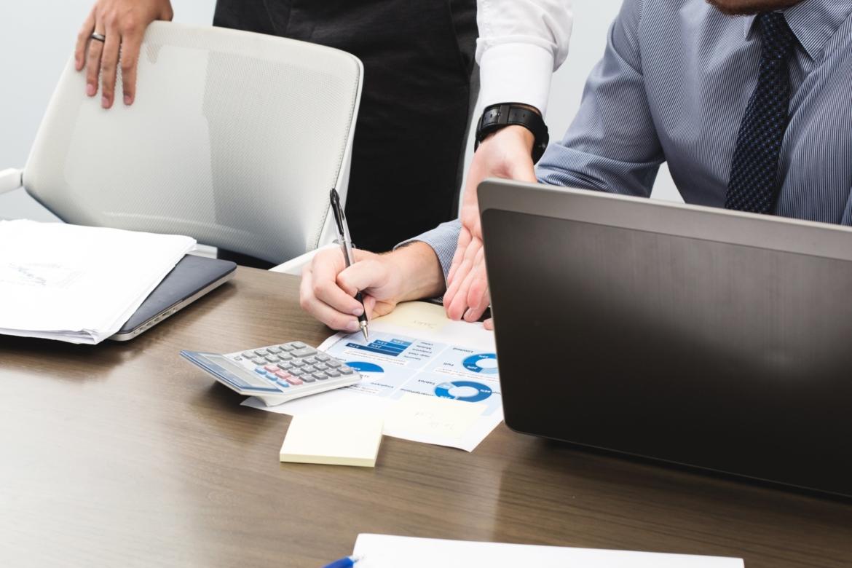 business-sales-meeting-e1566906706807.jpg